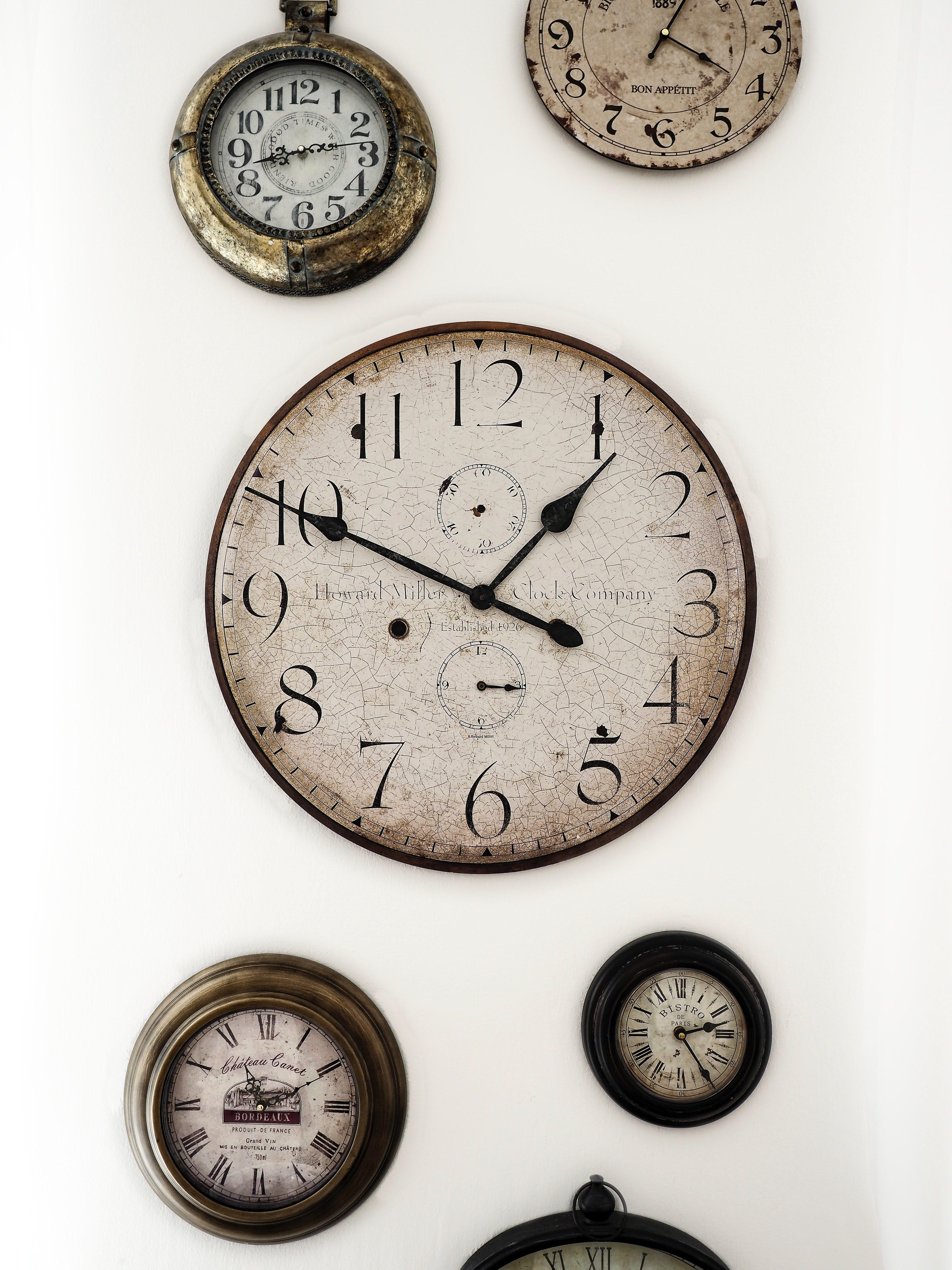 Qi clock